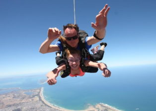 7 Hotspots for Skydiving in Australia